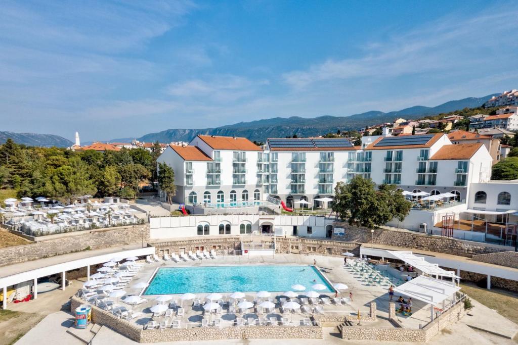 Novi Vinodolski - Family Hotel Lišanj 4*